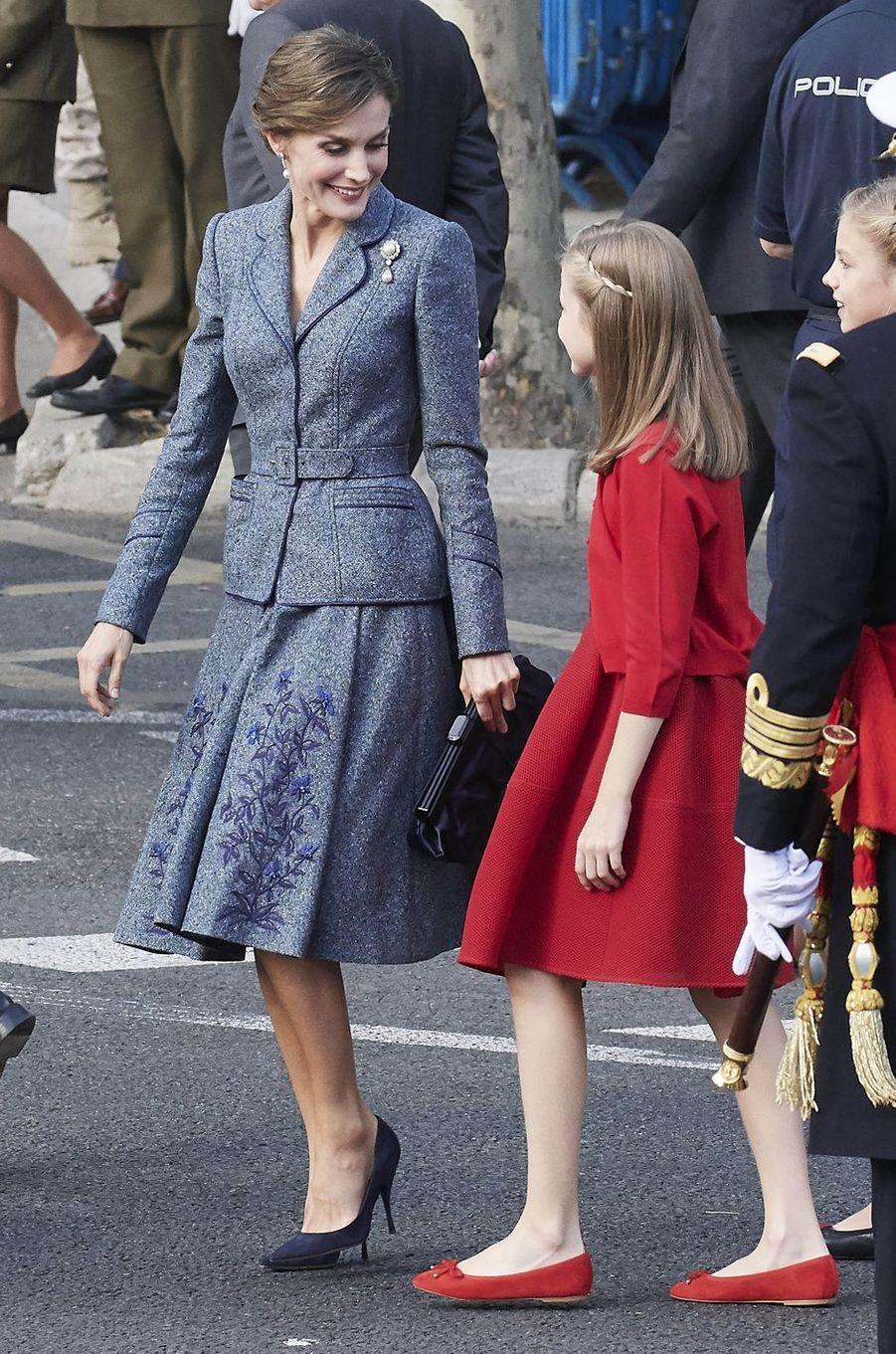 La reine Letizia d'Espagne avec sa fille aînée la princesse Leonor à Madrid, le 12 octobre 2017