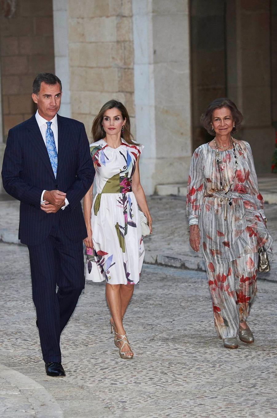 La reine Letizia et le roi Felipe VI d'Espagne avec l'ancienne reine Sofia à Palma de Majorque, le 7 août 2016