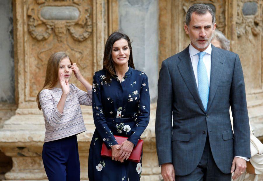 La reine Letizia et le roi Felipe VI d'Espagne avec la princesse Sofia à Palma de Majorque, le 21 avril 2019