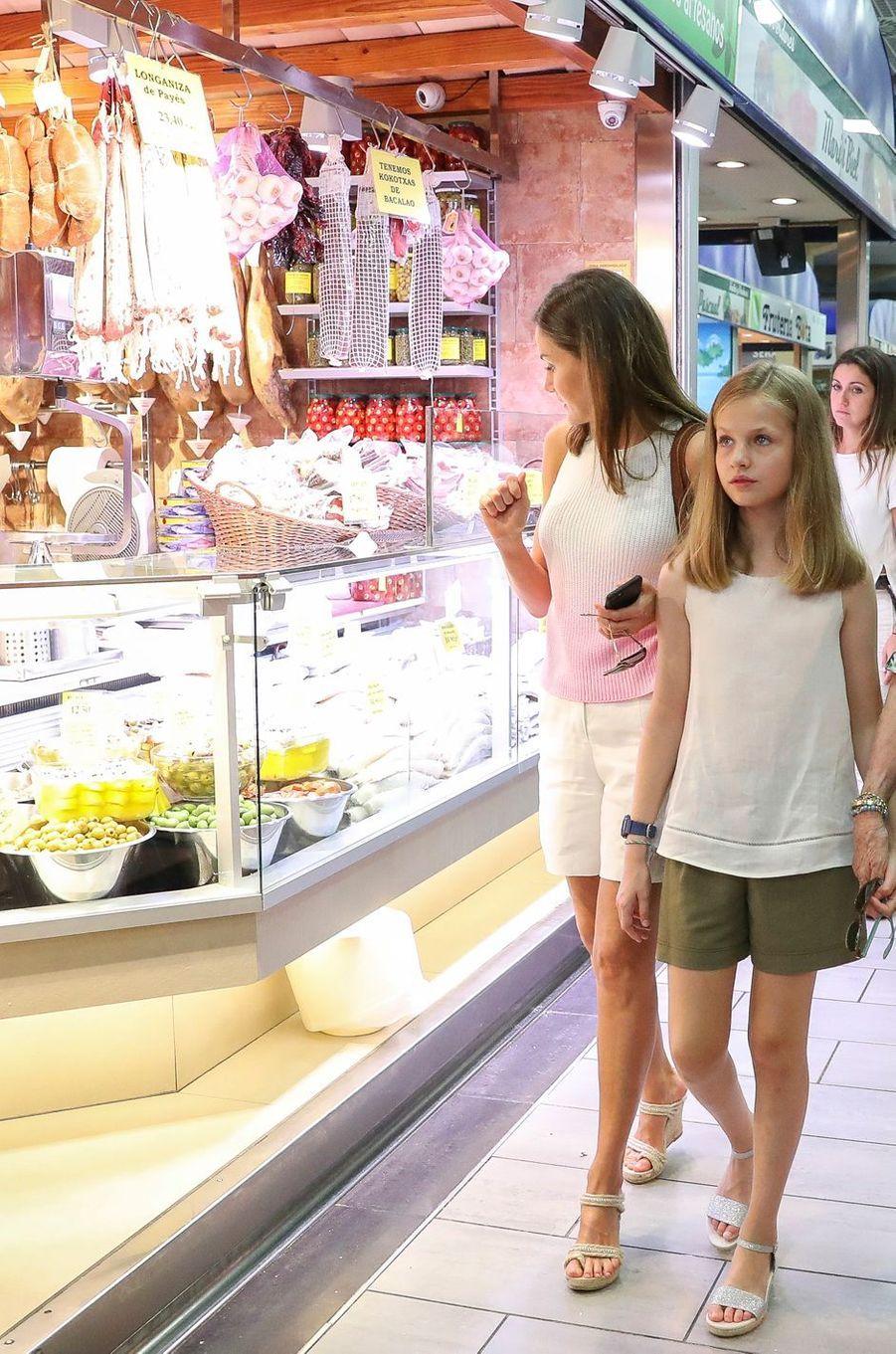La reine Letizia d'Espagne et la princesse Leonor à Palma de Majorque, le 31 juillet 2018