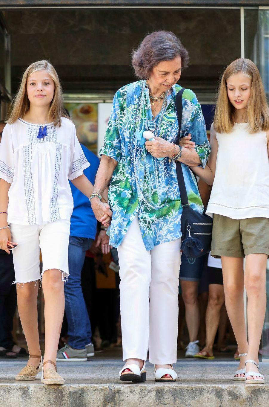 L'ex-reine Sofia d'Espagne avec les princesses Leonor et Sofia à Palma de Majorque, le 31 juillet 2018