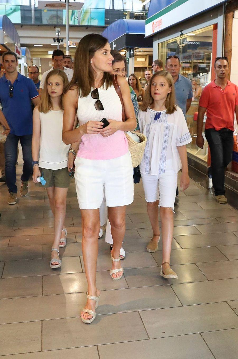 La reine Letizia d'Espagne et ses filles les princesses Leonor et Sofia à Palma de Majorque, le 31 juillet 2018