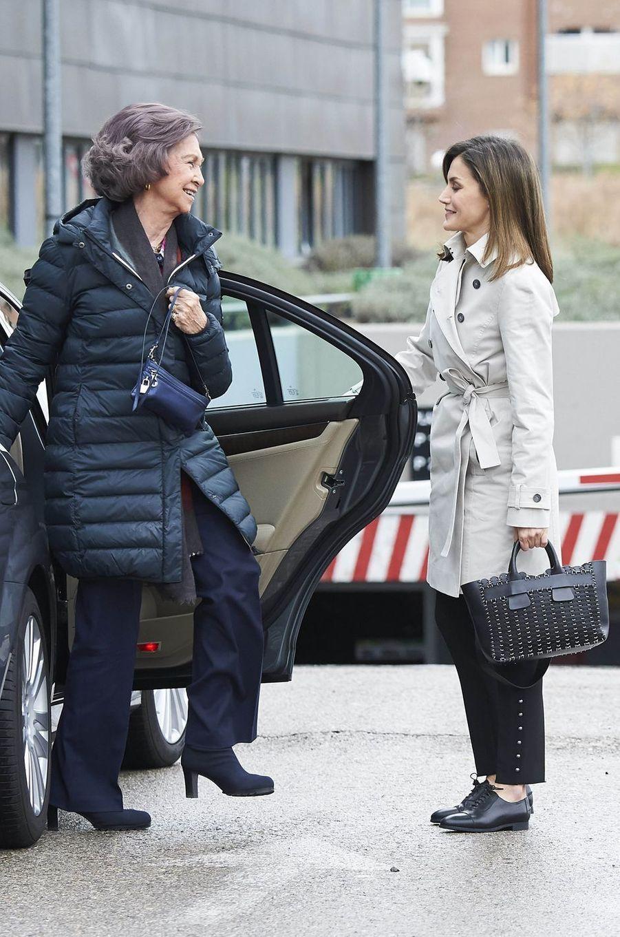La reine Letizia d'Espagne et l'ex-reine Sofia, sa belle-mère, à Madrid le 7 avril 2018