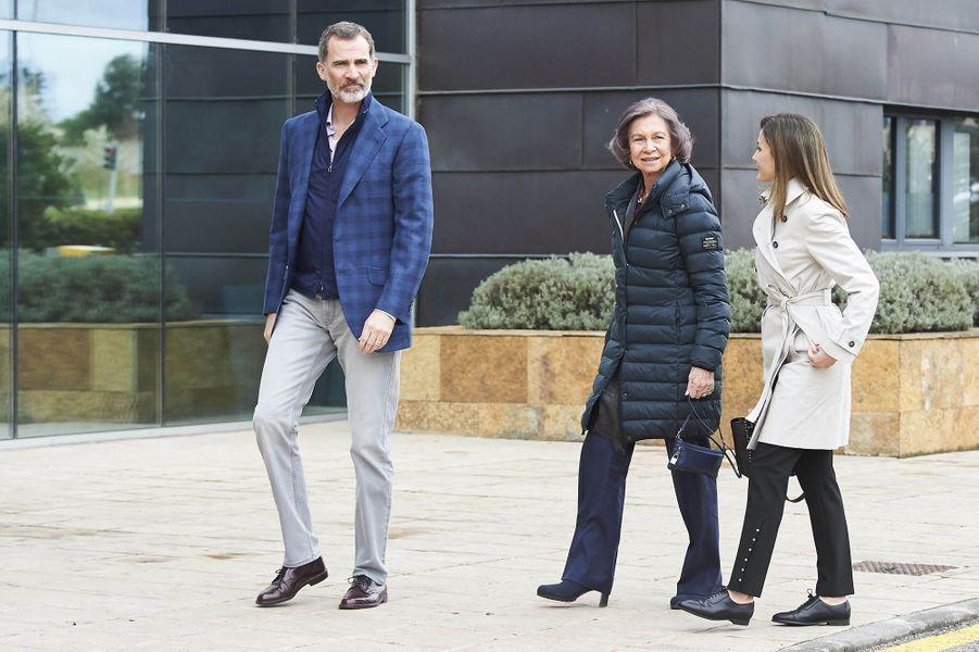 La reine Letizia d'Espagne et le roi Felipe VI avec l'ex-reine Sofia à Madrid, le 7 avril 2018