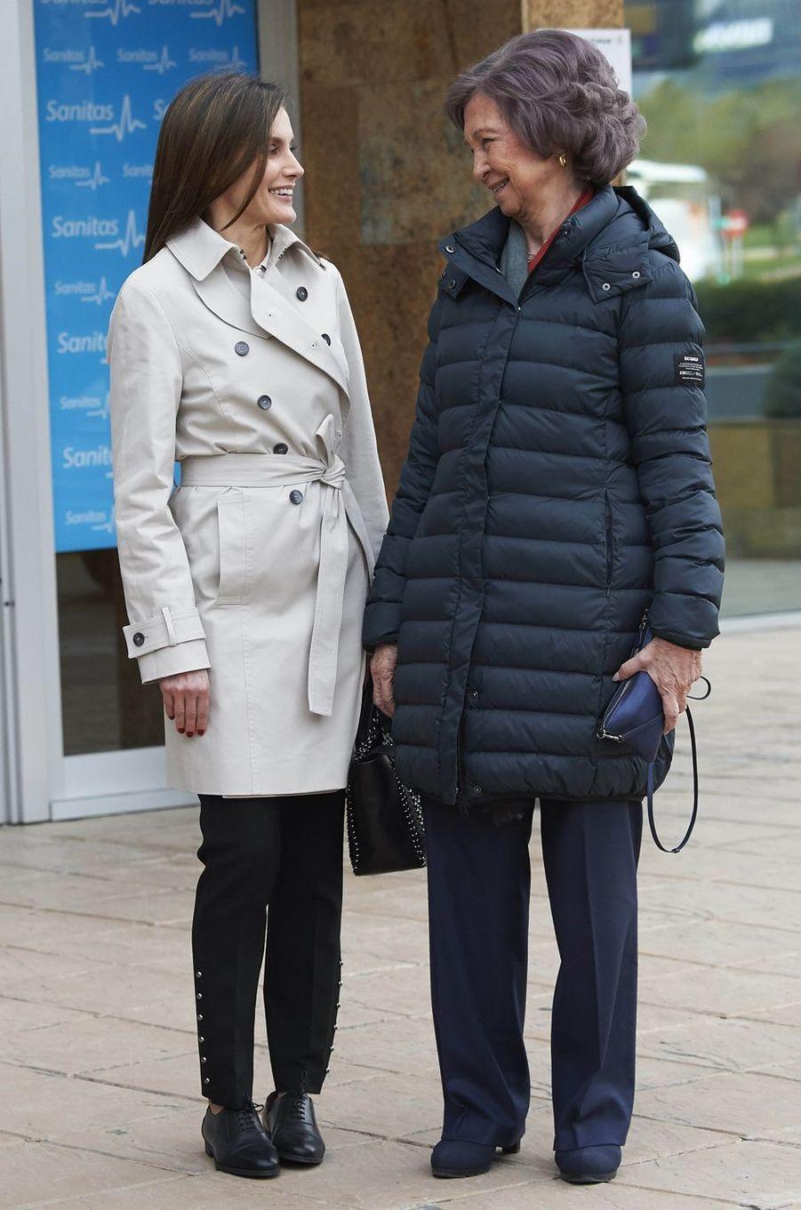 La reine Letizia d'Espagne et l'ex-reine Sofia, complices, à Madrid le 7 avril 2018