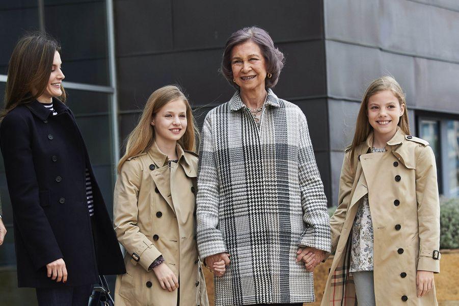 La reine Letizia d'Espagne, l'ex-reine Sofia et les princesses Leonor et Sofia à Madrid, le 8 avril 2018