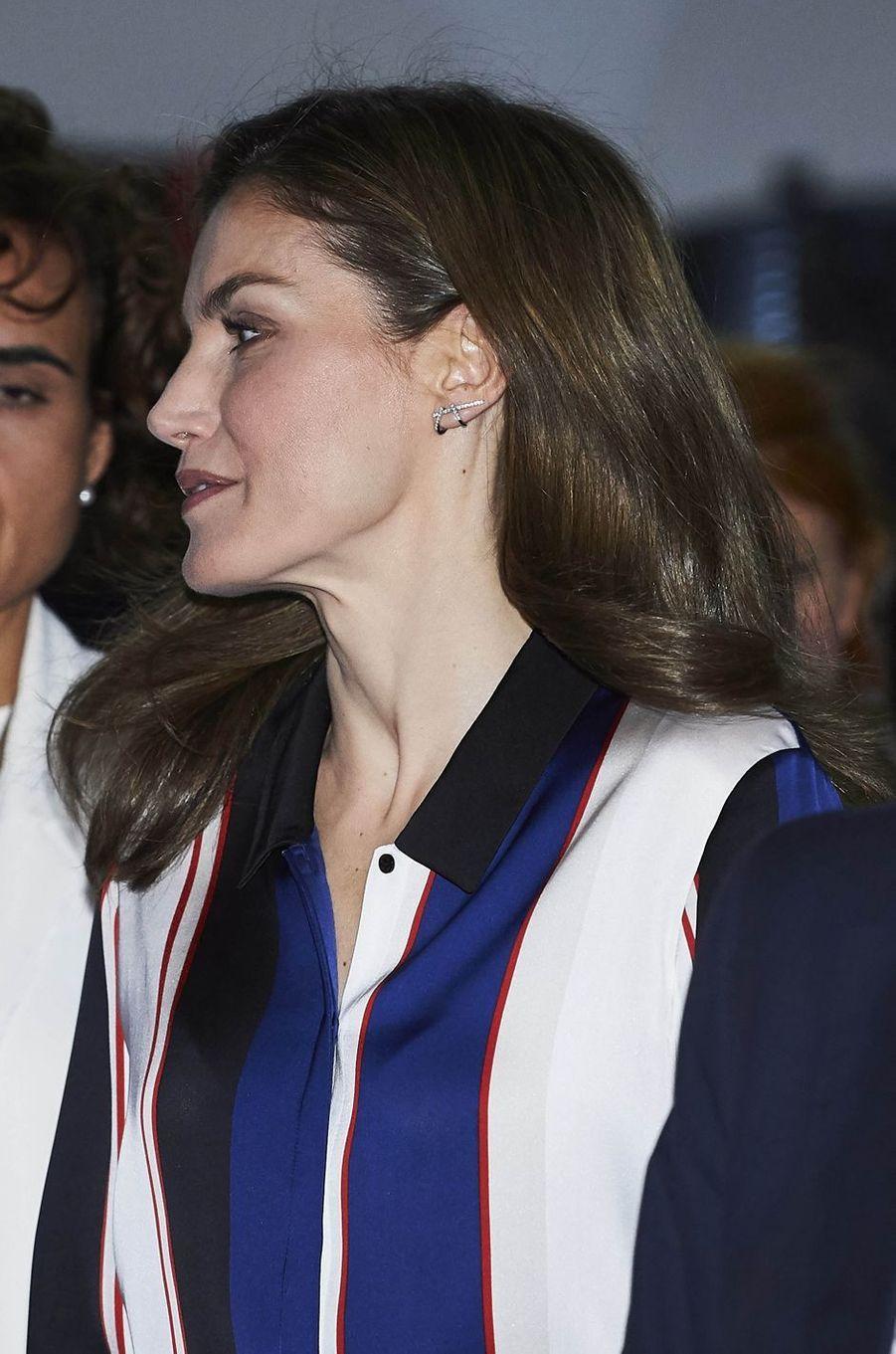 Détail des boucles d'oreille de reine Letizia d'Espagne, à Madrid le 26 juin 2017