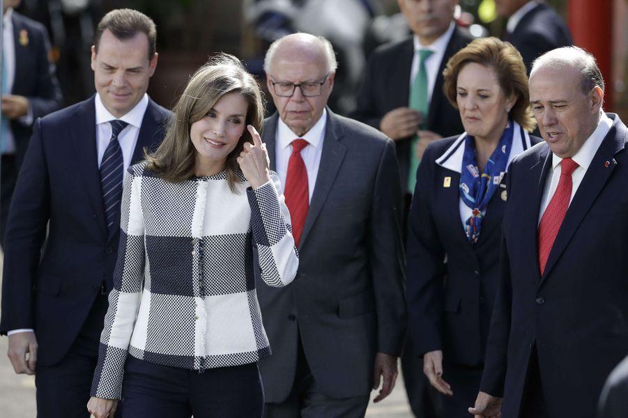 La reine Letizia d'Espagne visite la Croix-Rouge mexicaine à Mexico, le 13 novembre 2017