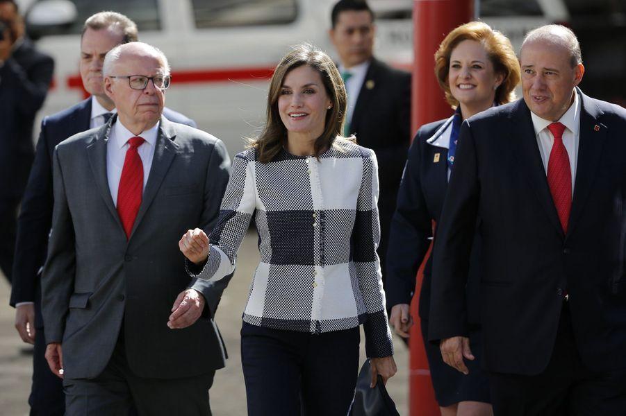 La reine Letizia d'Espagne au siège de la Croix-Rouge mexicaine à Mexico, le 13 novembre 2017