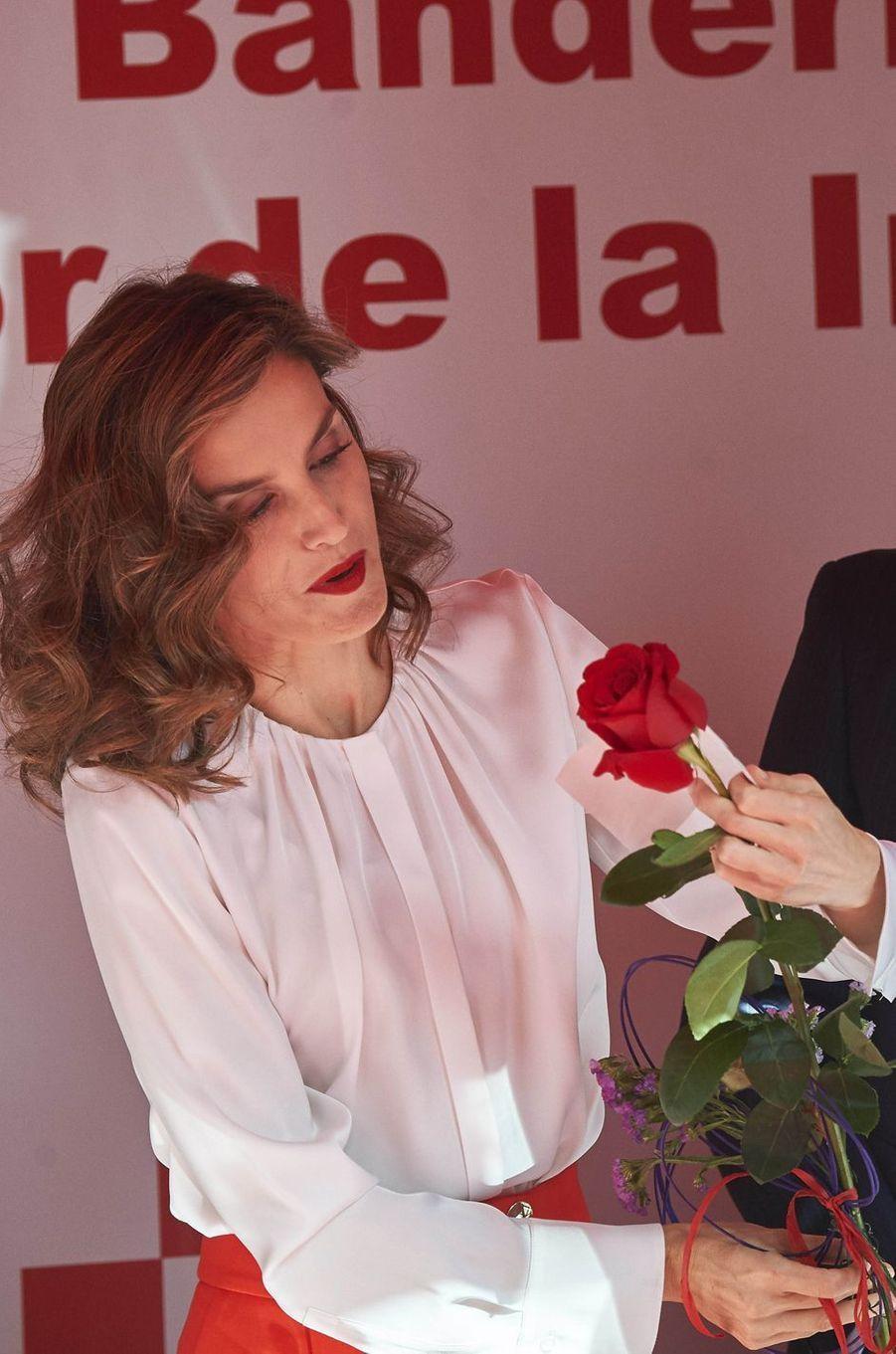 Letizia oblige les journalistes à mettre la main à la poche