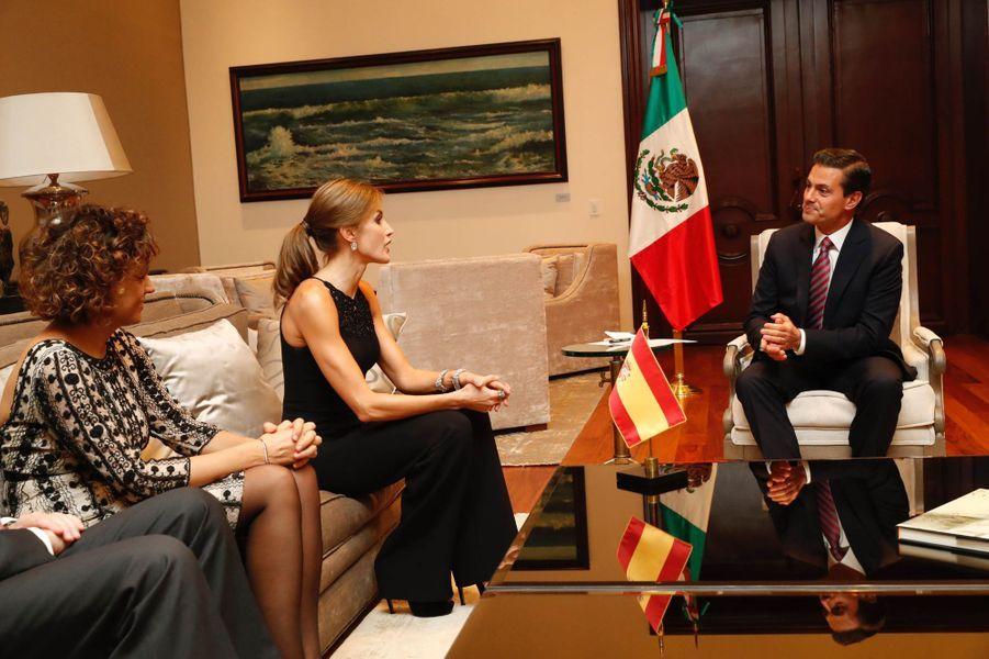 La reine Letizia d'Espagne avec le président mexicain Enrique Pena Nieto à Mexico, le 13 novembre 2017