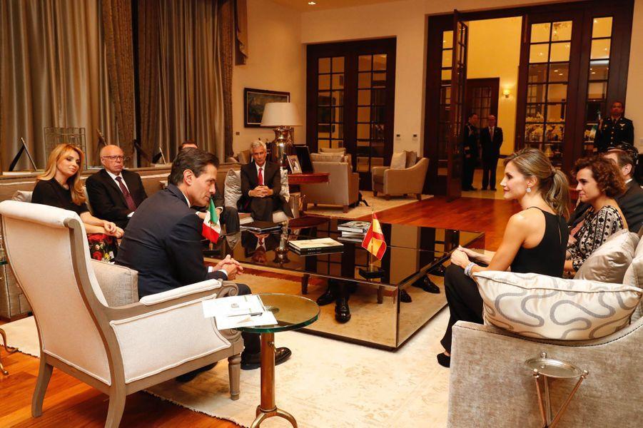 La reine Letizia d'Espagne avec le président mexicain Enrique Pena Nieto et son épouse Angelica Rivera à Mexico, le 13 novembre 2017