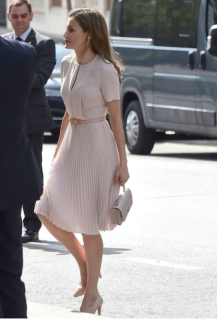 La reine Letizia d'Espagne dans un look rose pâle à Madrid, le 22 juin 2017