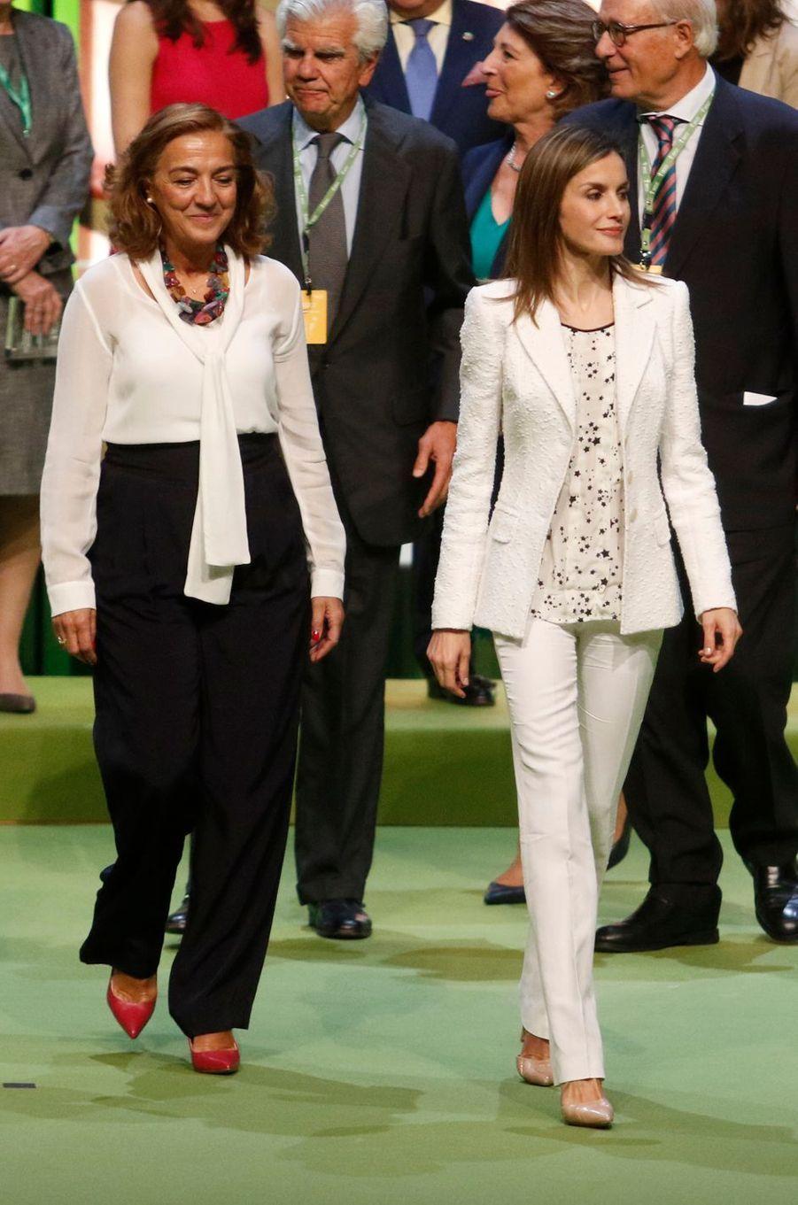 La reine Letizia d'Espagne à la réunion annuelle de l'AECC à Barcelone, le 22 septembre 2016