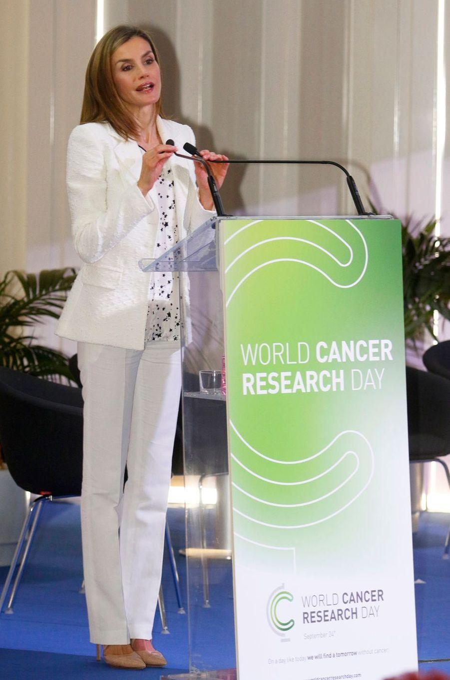 La reine Letizia d'Espagne lance la Journée mondiale de la recherche sur le cancer à Barcelone, le 22 septembre 2016