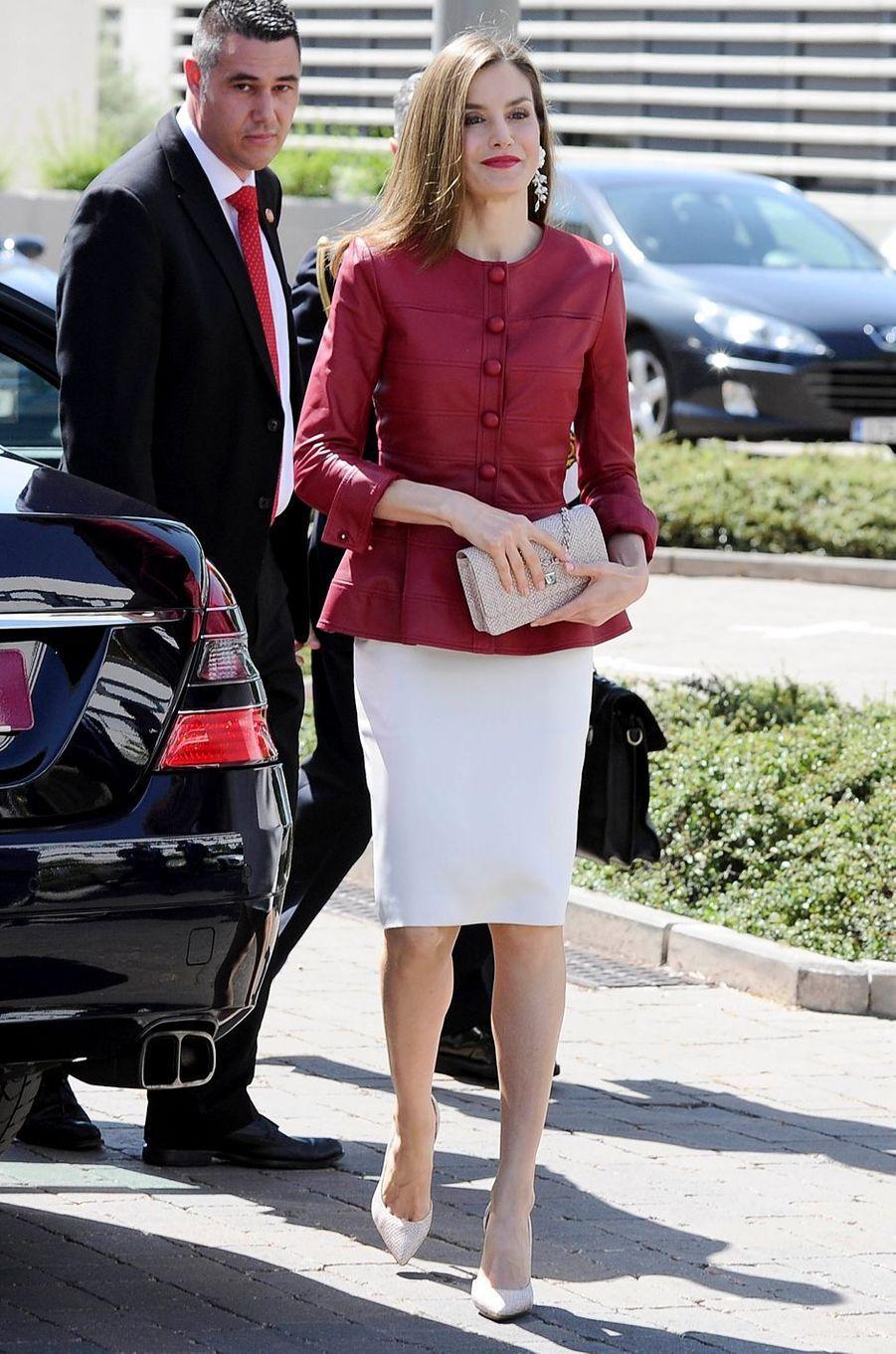 La reine Letizia d'Espagne dans une veste Carolina Herrera, le 22 mai 2017