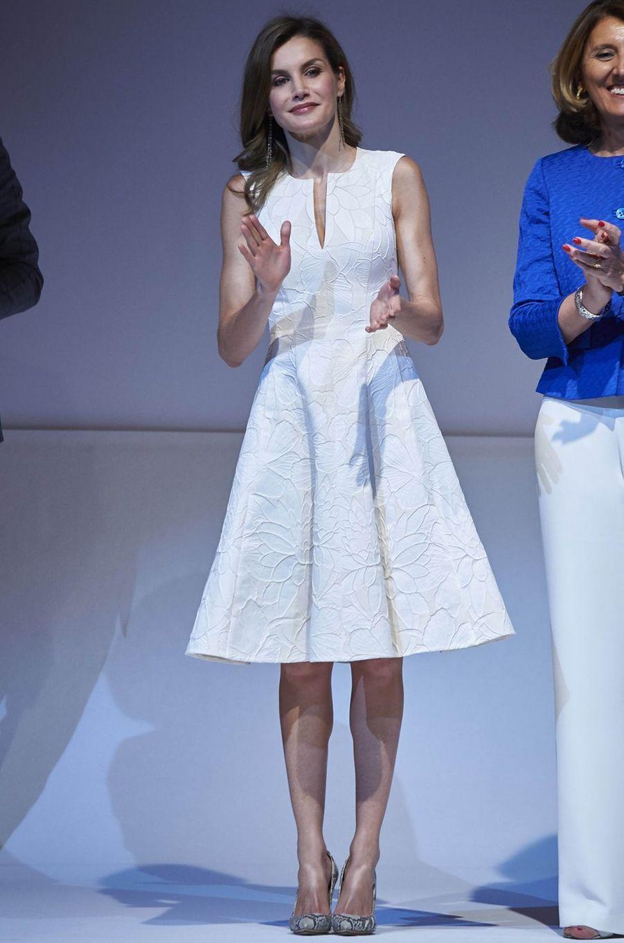 La reine Letizia d'Espagne en Carolina Herrera, le 17 juillet 2017