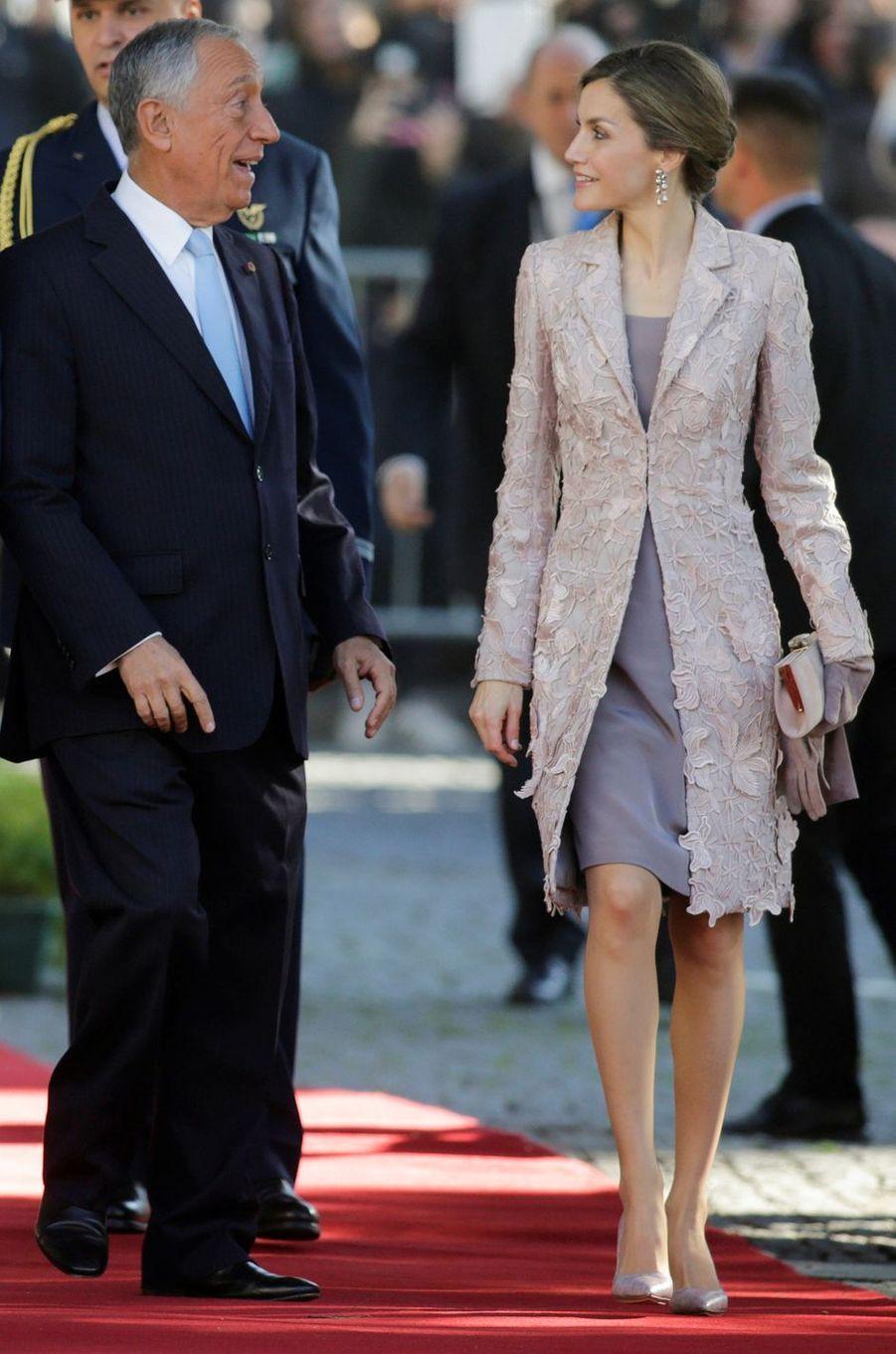 La reine Letizia d'Espagne en Felipe Varela, le 28 novembre 2016