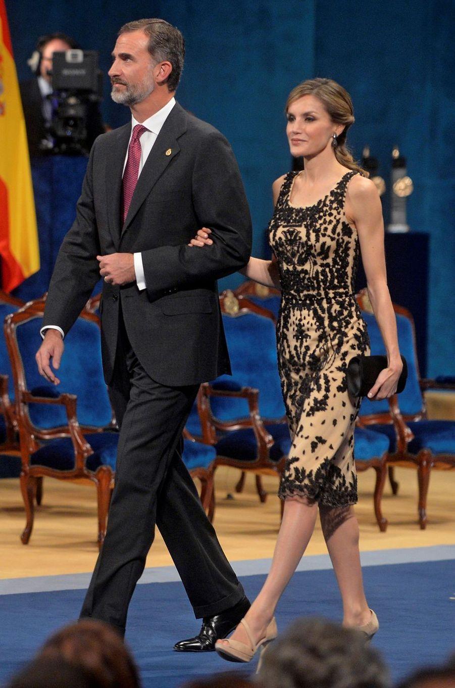 La reine Letizia d'Espagne en Felipe Varela, le 21 octobre 2016