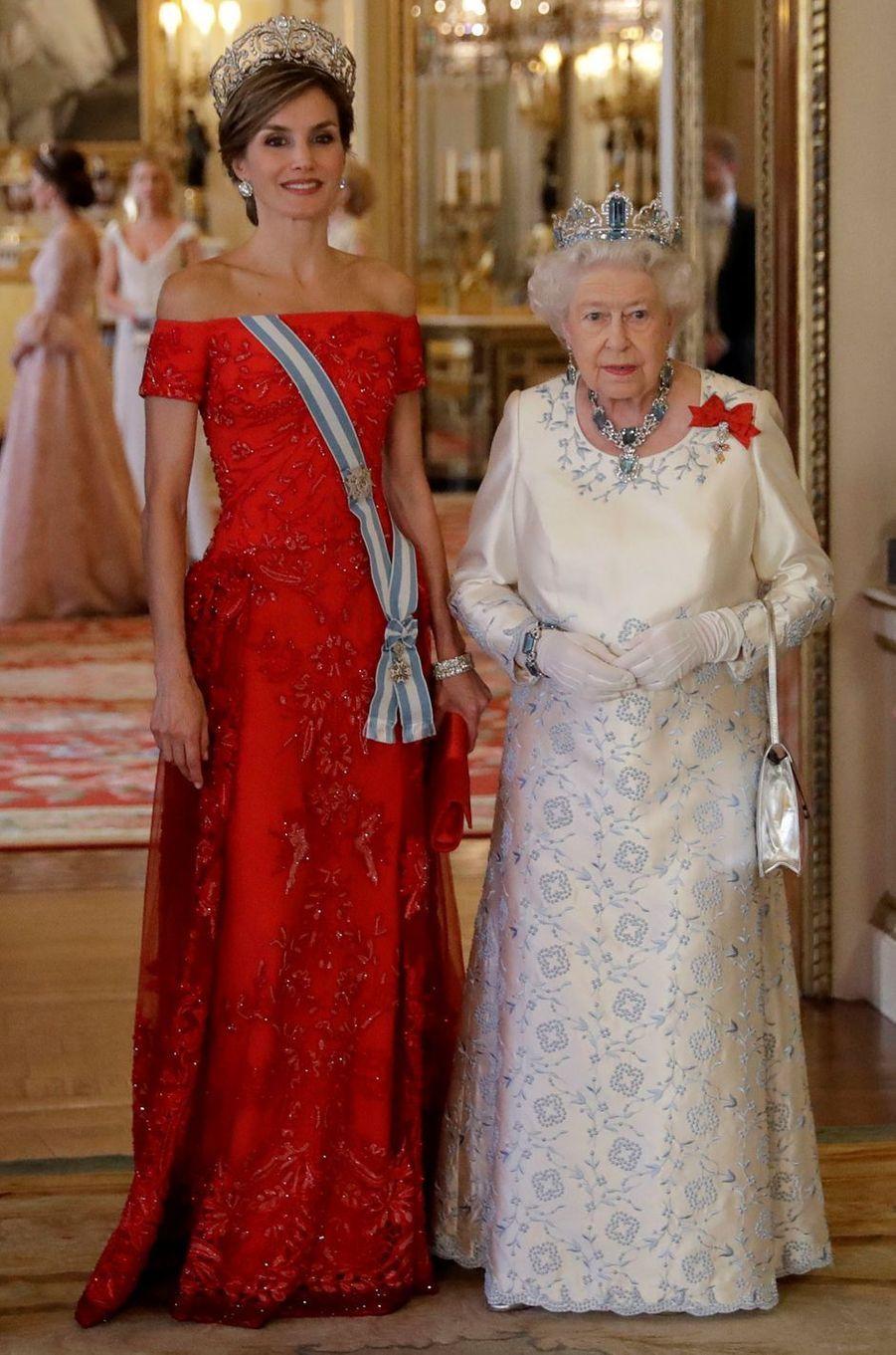 La reine Letizia d'Espagne en Felipe Varela, le 12 juillet 2017