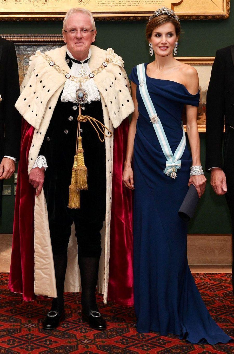 La reine Letizia d'Espagne en Carolina Herrera, le 13 juillet 2017