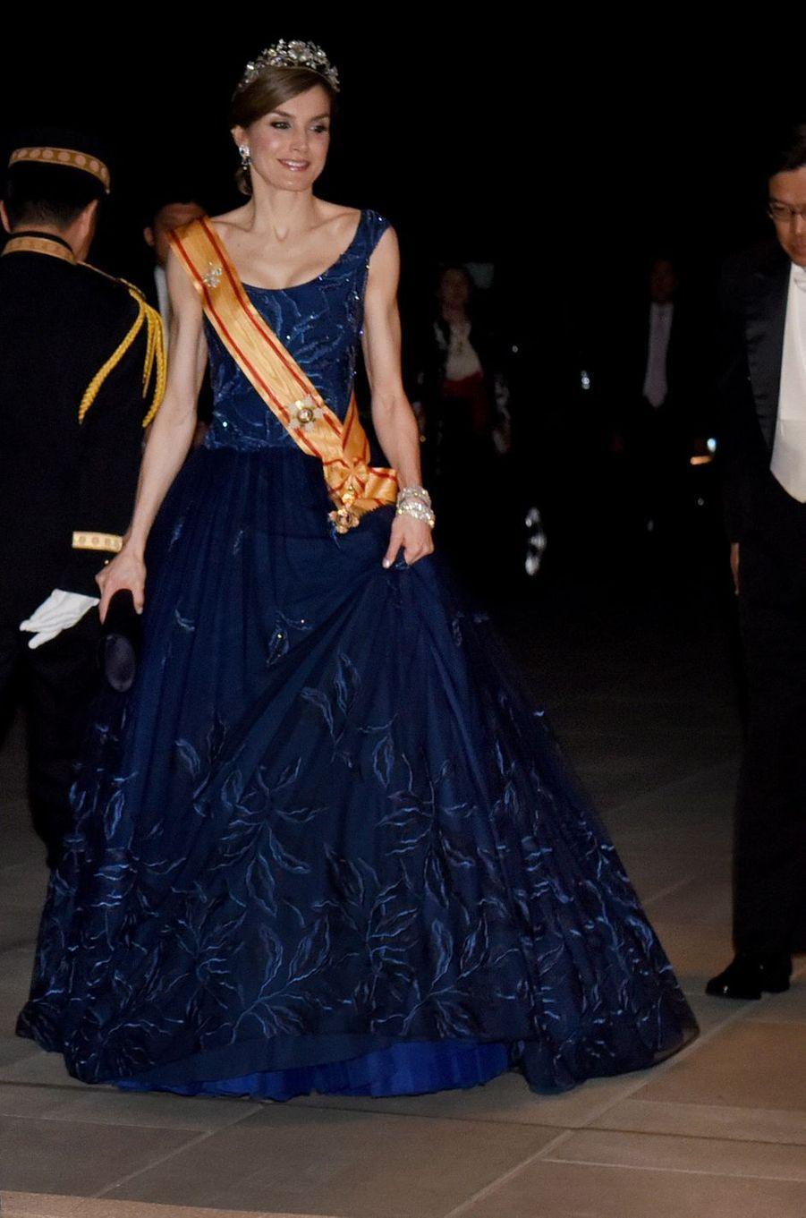 La reine Letizia d'Espagne en Felipe Varela, le 5 avril 2017