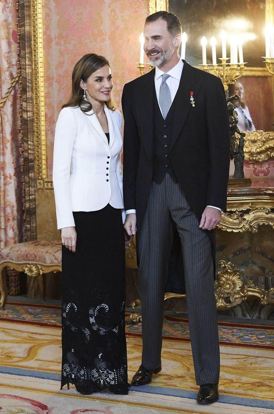La reine Letizia, en Felipe Varela, et le roi Felipe VI d'Espagne à Madrid, le 31 janvier 2018