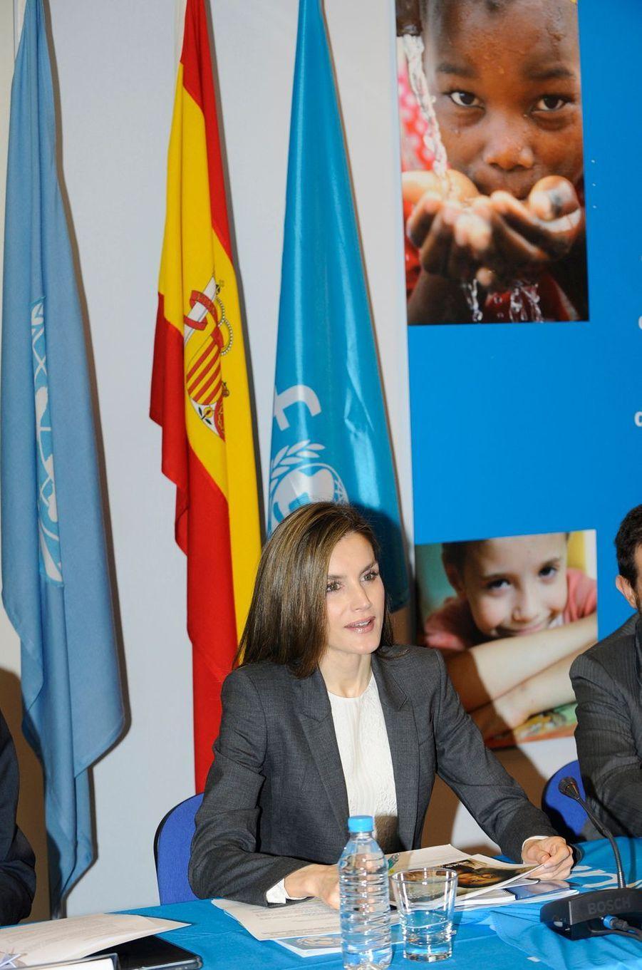 La reine Letizia d'Espagne à la réunion du conseil de la Fondation du comité espagnol de l'Unicef à Madrid, le 16 décembre 2016