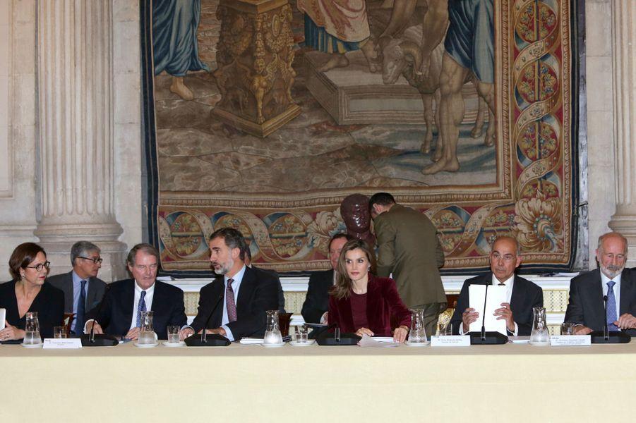 La reine Letizia et le roi Felipe VI d'Espagne à la réunion du conseil de la Fondation princesse de Gérone, à Madrid le 14 décembre 2016