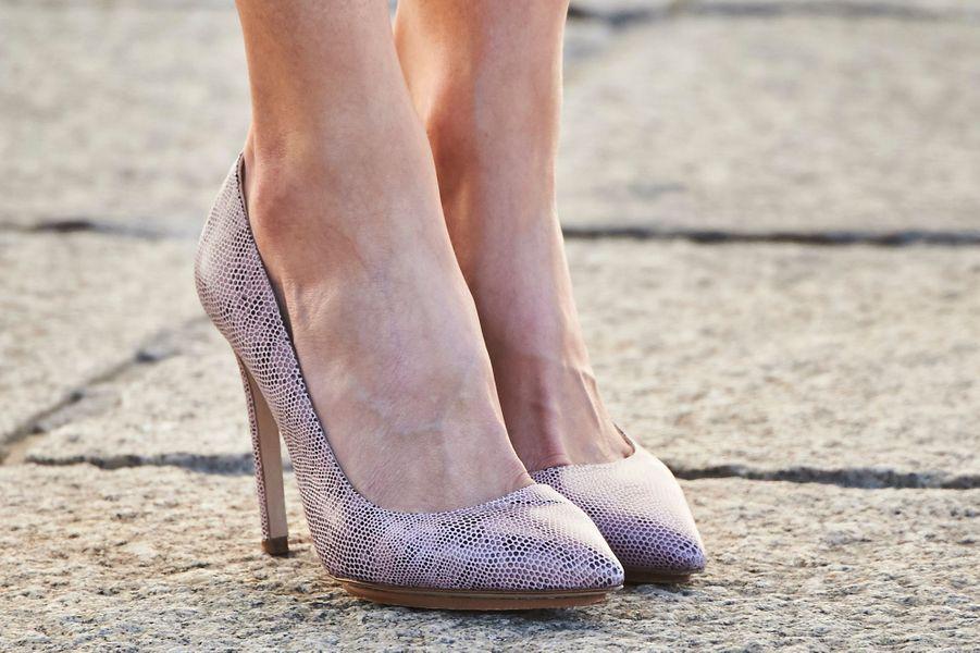 Les chaussures de la reine Letizia d'Espagne à Palencia, le 1er juin 2016