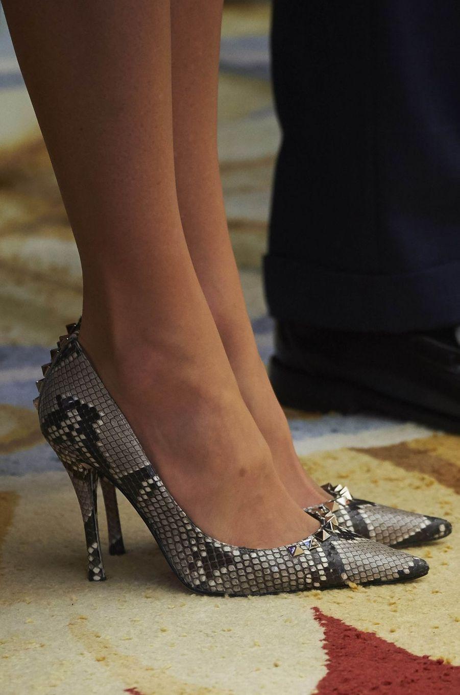 Les chaussures de la reine Letizia d'Espagne à Madrid, le 19 février 2018