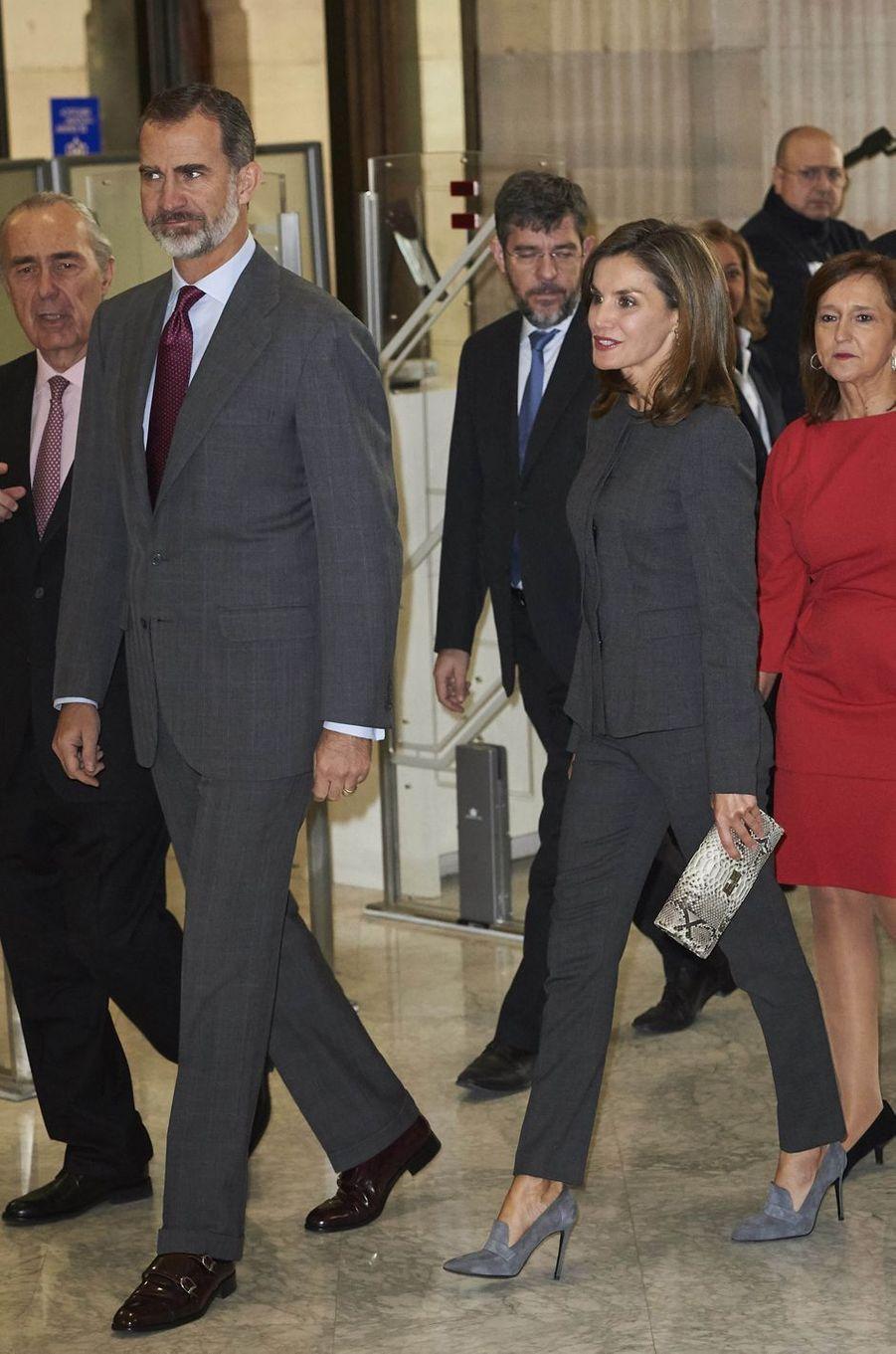 La reine Letizia et le roi Felipe VI d'Espagne à la Bibliothèque nationale à Madrid, le 24 novembre 2017