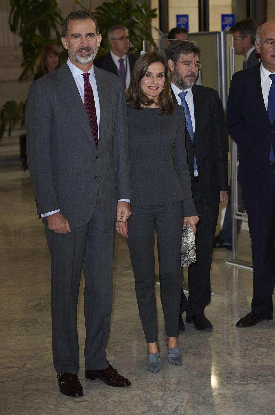 La reine Letizia, en Hugo Boss, et le roi Felipe VI d'Espagne à Madrid, le 24 novembre 2017