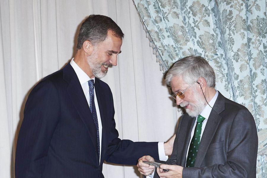 Le roi Felipe VI d'Espagne avec Florencio Dominguez à Madrid, le 22 novembre 2017