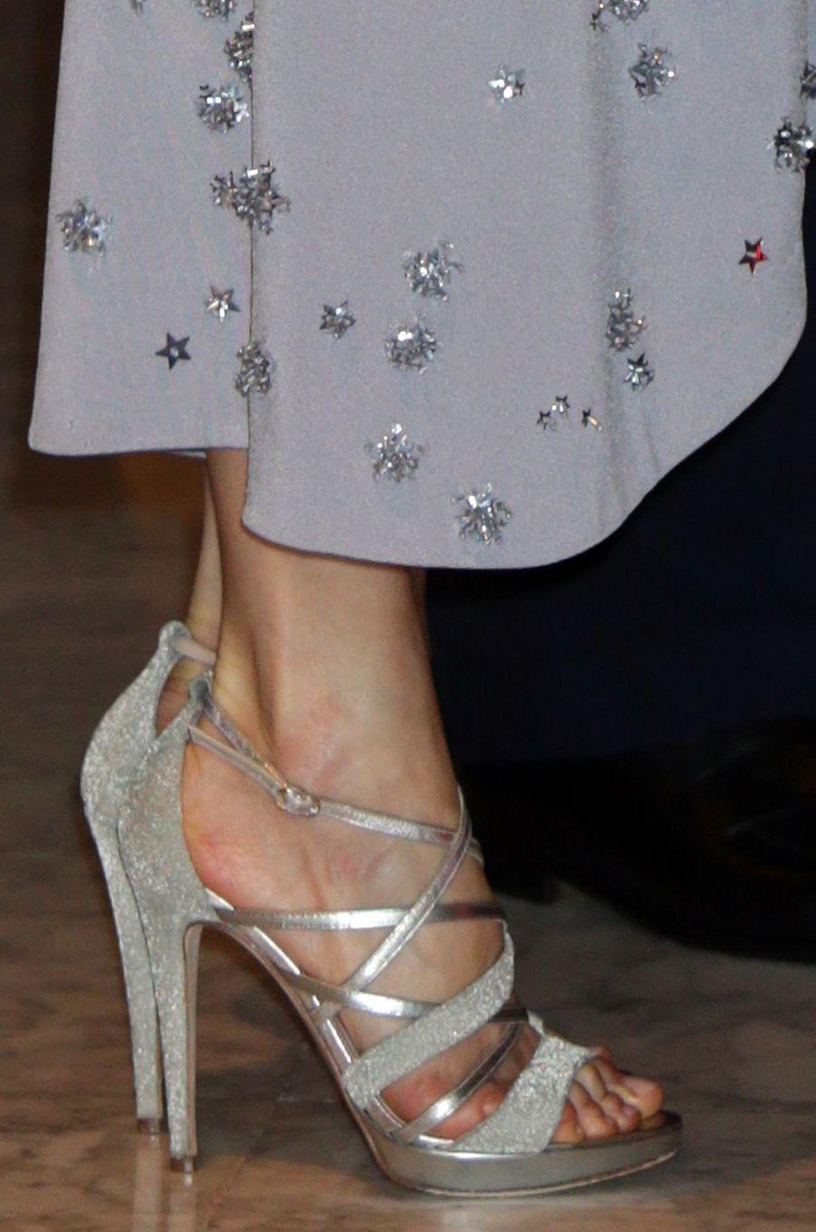 Les sandales de la reine Letizia d'Espagne à Madrid, le 30 mai 2017