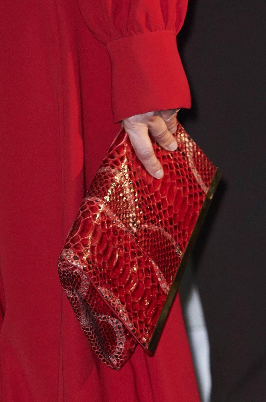 La pochette de la reine Letizia d'Espagne à Madrid, le 22 février 2018