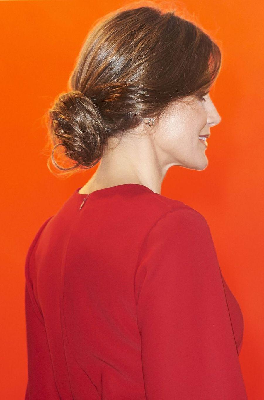 Le chignon de la reine Letizia d'Espagne à Madrid, le 22 février 2018