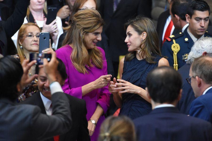 La reine Letizia d'Espagne avec la princesse Dina Mired de Jordanie à Mexico, le 14 novembre 2017