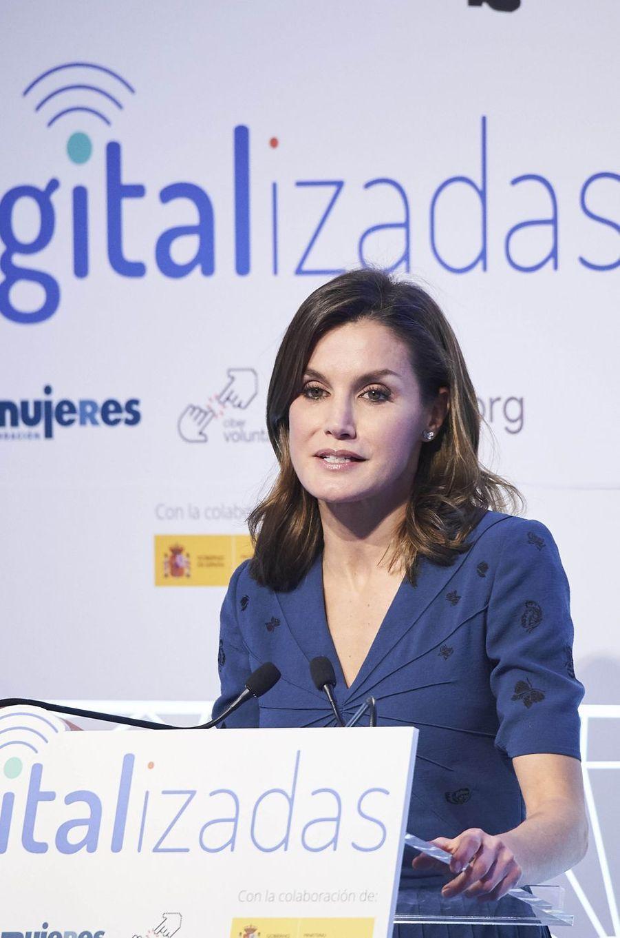 La reine Letizia d'Espagne parle alphabétisation digitale à Saint-Jacques de Compostelle, le 2 mars 2018
