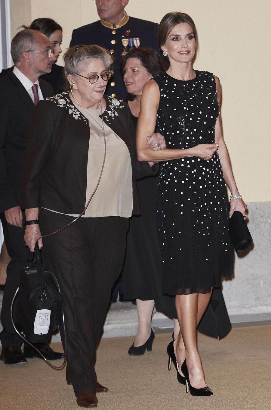 La reine Letizia d'Espagne dans une robe Carolina Herrera à Madrid, le 7 novembre 2017