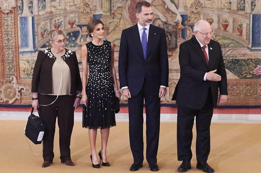 La reine Letizia et le roi Felipe VI d'Espagne avec le couple présidentiel israélien à Madrid, le 7 novembre 2017