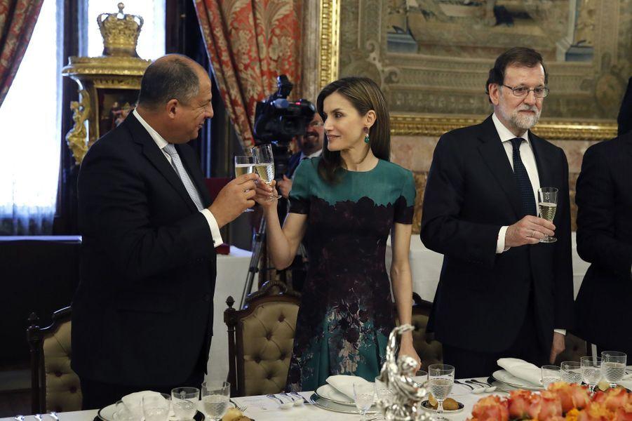 La reine Letizia d'Espagne avec le président costaricain à Madrid, le 8 mai 2017