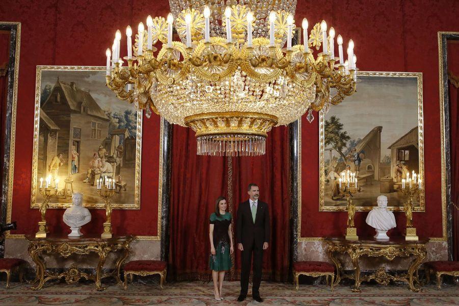 La reine Letizia et le roi Felipe VI d'Espagne au Palais royal à Madrid, le 8 mai 2017