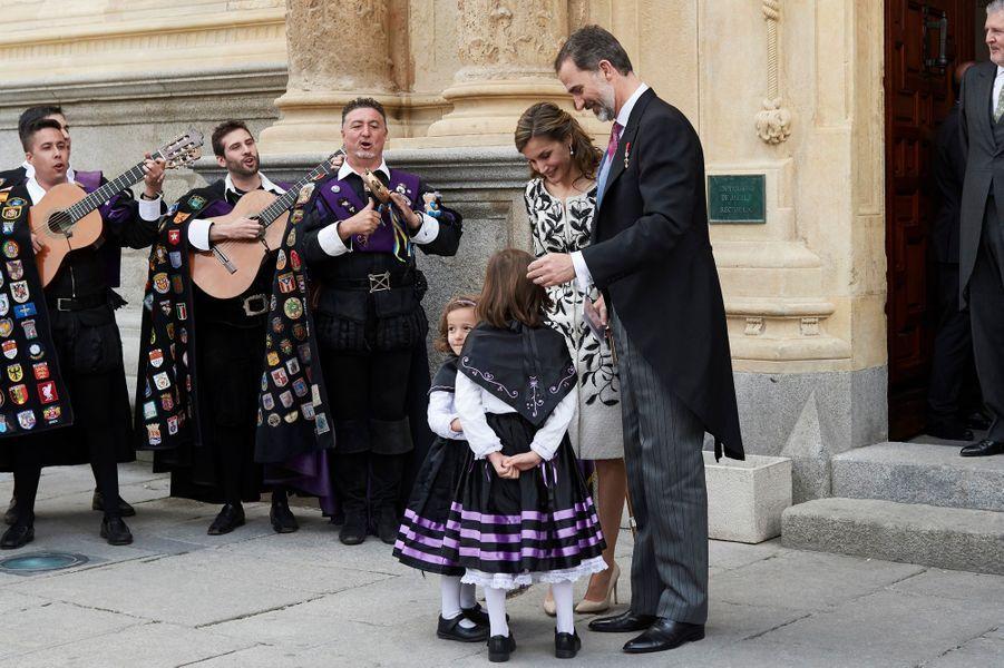 La reine Letizia et le roi Felipe VI d'Espagne à Alcala de Henares, le 20 avril 2017