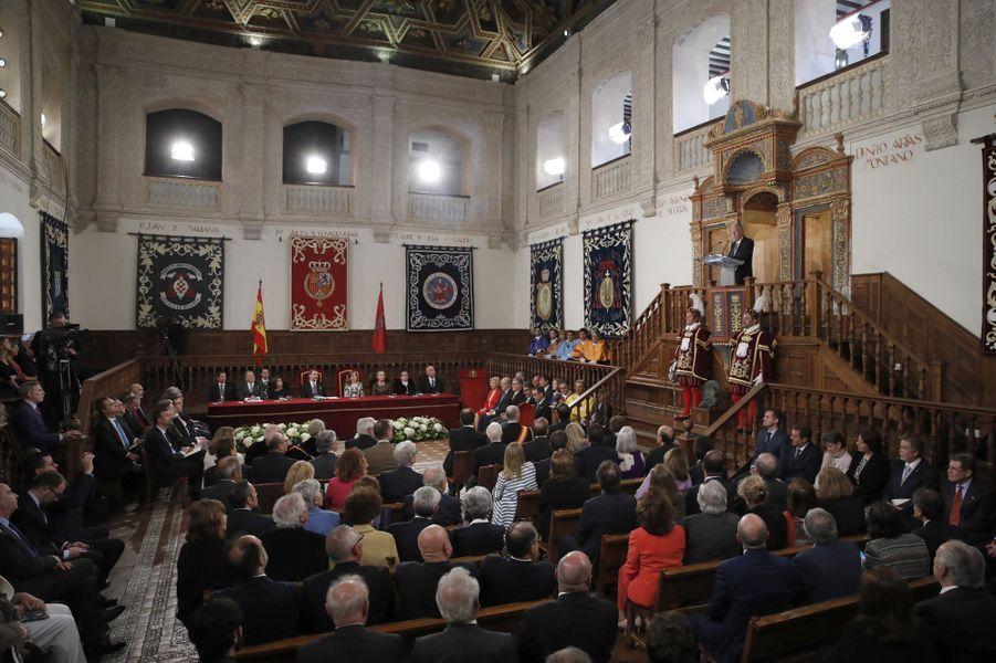 """La reine Letizia et le roi Felipe VI d'Espagne lors de la remise du prix """"Miguel de Cervantes"""" à Alcala de Henares, le 20 avril 2017"""