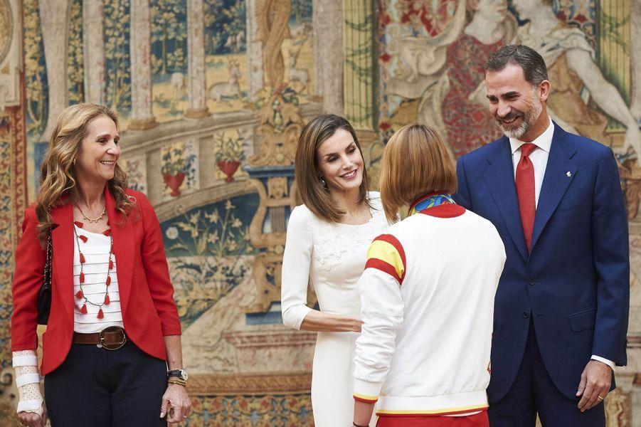 La princesse Elena, la reine Letizia et le roi Felipe VI d'Espagne à Madrid, le 28 septembre 2016