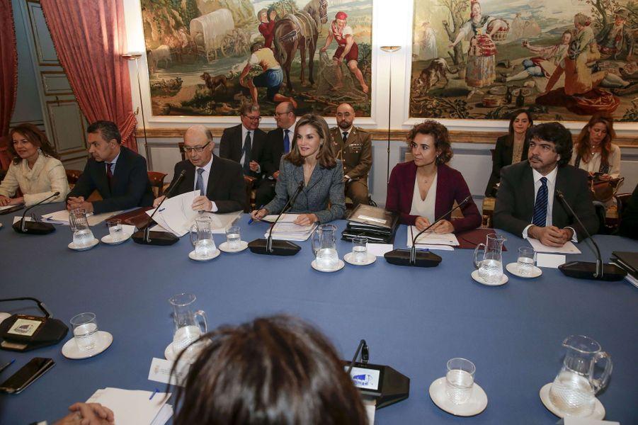 La reine Letizia d'Espagne préside une réunion à Madrid, le 21 novembre 2017