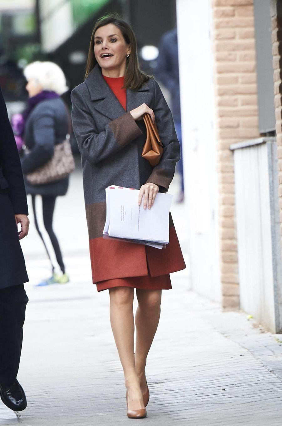 La reine Letizia d'Espagne dans un manteau Hugo Boss à Madrid, le 14 février 2018