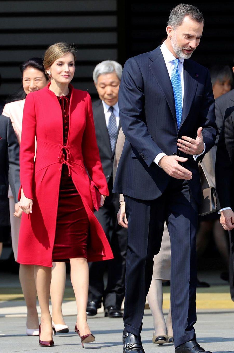La reine Letizia d'Espagne en Felipe Varela à Tokyo, le 5 avril 2017