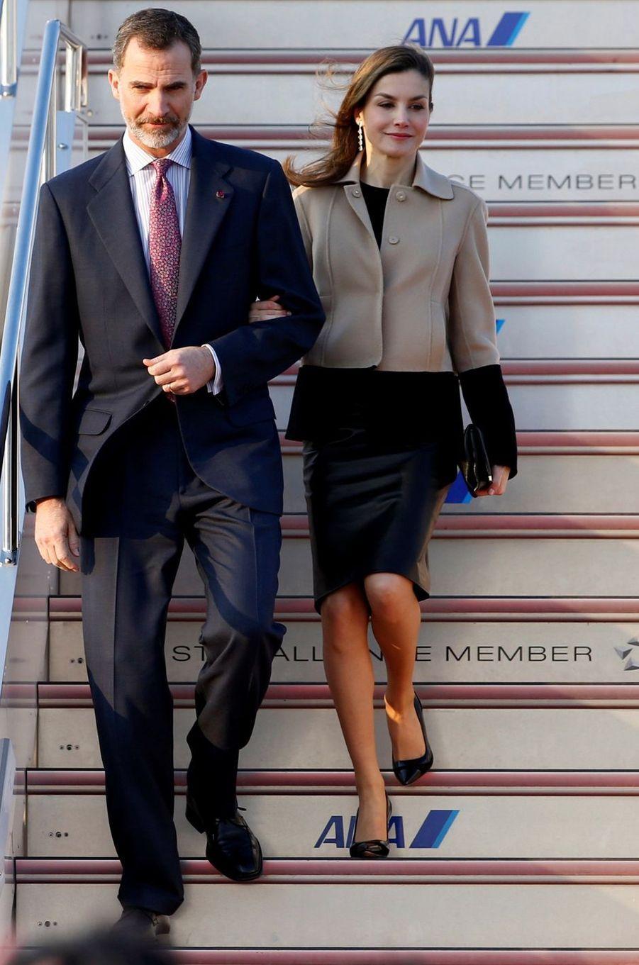 La reine Letizia d'Espagne en veste Hugo Boss à Tokyo, le 4 avril 2017